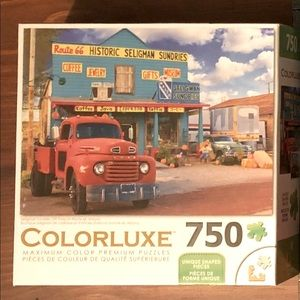 3/$25☀️ sale. 750 piece puzzle. Red Truck